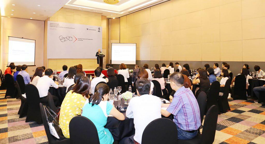 Hội thảo tại Hà Nội thu hút sự tham gia của nhiều doanh nghiệp và người làm trong lĩnh vực tài chính, kế toán và kinh doanh.