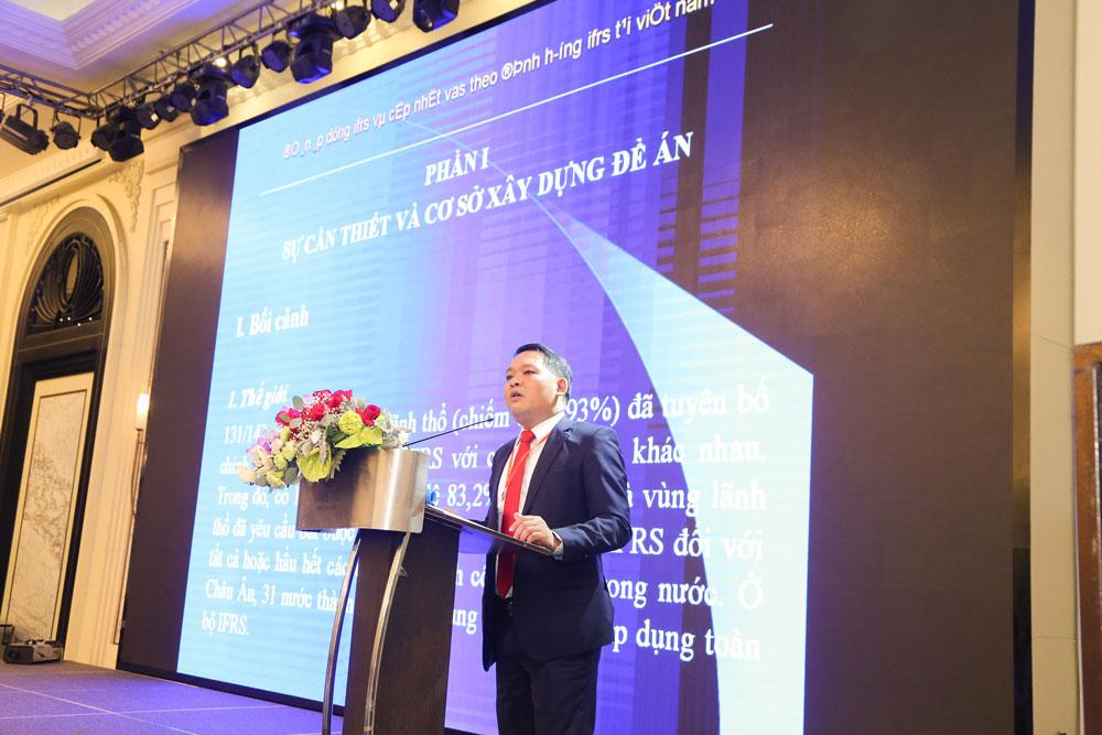 Ông Trịnh Đức Vinh, Cục phó Cục Quản lý giám sát kế toán, kiểm toán, Bộ Tài chính thông tin về lộ trình áp dụng IFRS tại Việt Nam