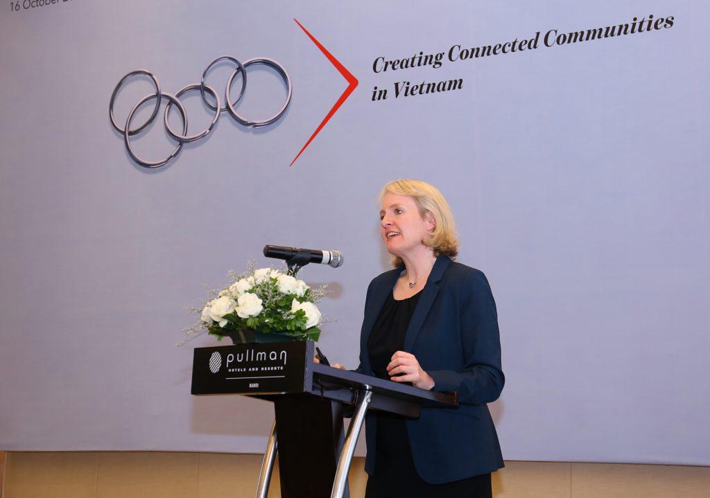 Bà Kristin Gillon, Giám đốc nghiên cứu công nghệ toàn cầu của ICAEW trình bày tác động của cuộc cách mạng công nghiệp 4.0 đến nghề nghiệp kếtoán.