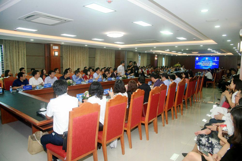 Buổi hội thảo thu hút sự tham gia của đông đảo các giảng viên, các nhà nghiên cứu và các cơ quan quản lý nhà nước liên quan.